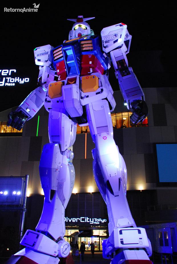 Gundam Gigante de Noche.
